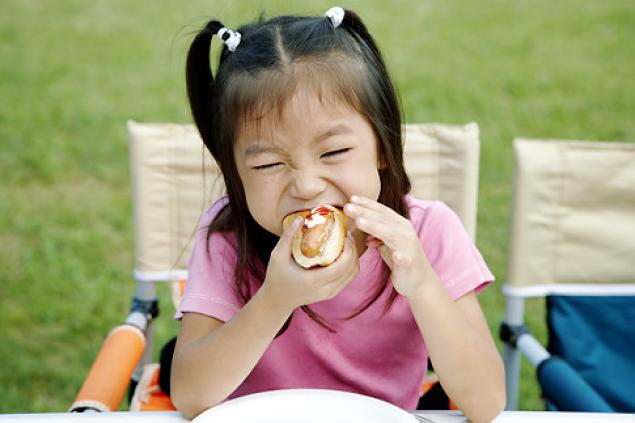 kid eating a hot dog